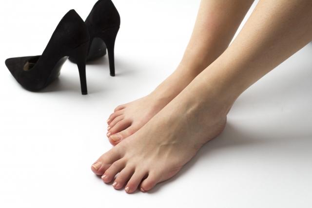 ハイヒールを履くことなどで引き起こされる足の悩み
